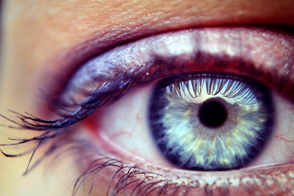 Por que crema arreglar las bolsas en los ojos