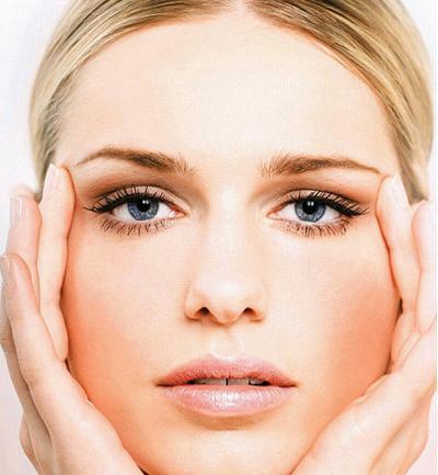 Bases de maquillaje que cuidan la piel