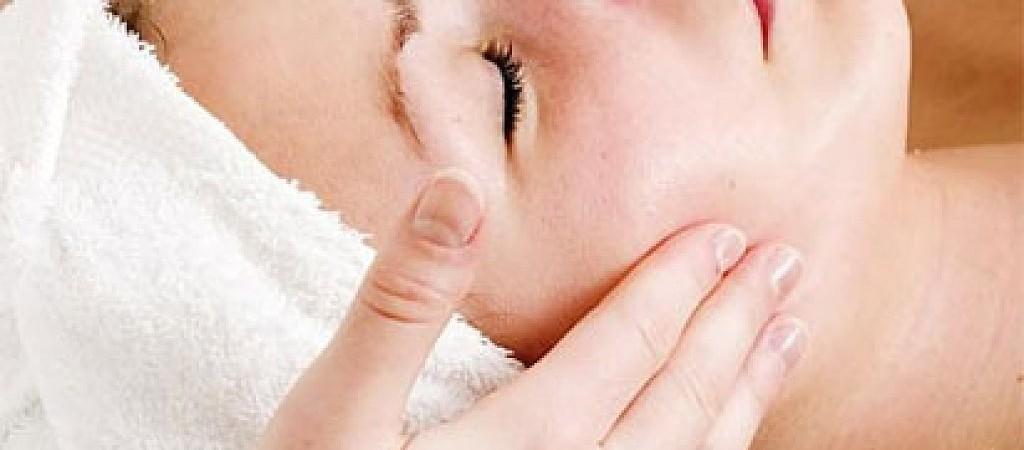 El cuidado y las cremas para pieles grasas